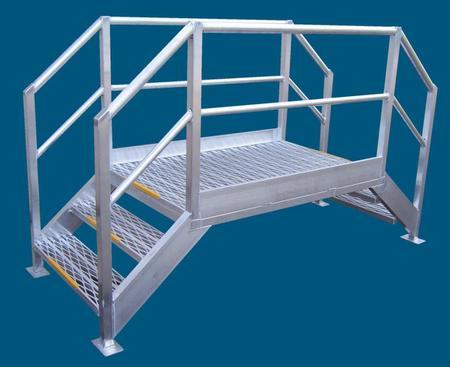 Crossover walkway platform