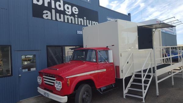 Truck loading aluminium platform ladder