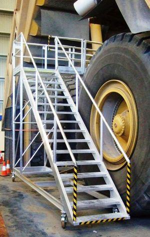 Mining Dump Truck cantilevered access platform
